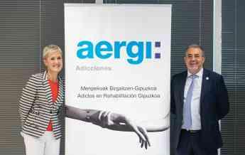 La Presidenta del COEGI, Pilar Lekuona y el Presidente de AERGI, Josean Fernández, juntos en el homenaje