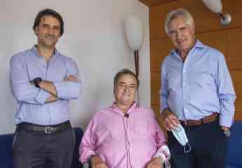 Paco Biosca, Jefe de los servicios médicos del Chelsea FC, recibe el alta hospitalaria tras ser operado de la espalda en Policlí