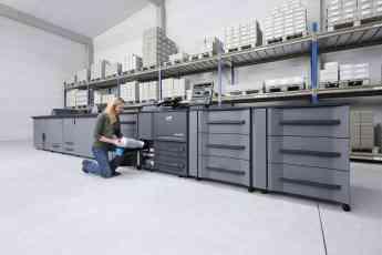 Foto de Cambio de cartuchos en impresora de alta producción DEVELOP
