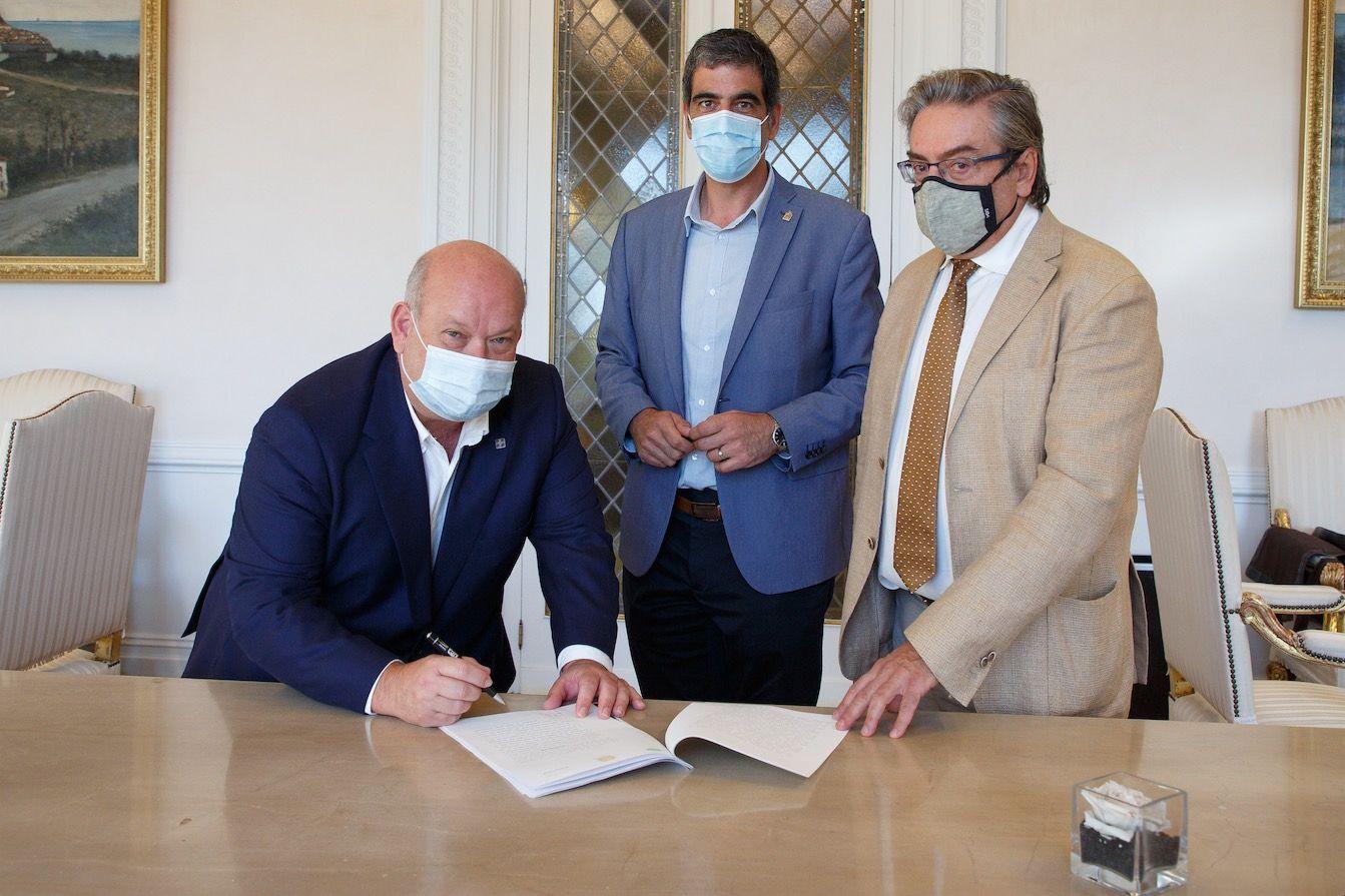 Foto de Firma del acuerdo