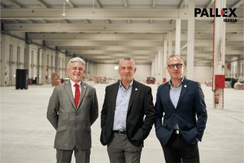 Directivos de Pall-Ex Iberia en el interior del nuevo hub de Madrid