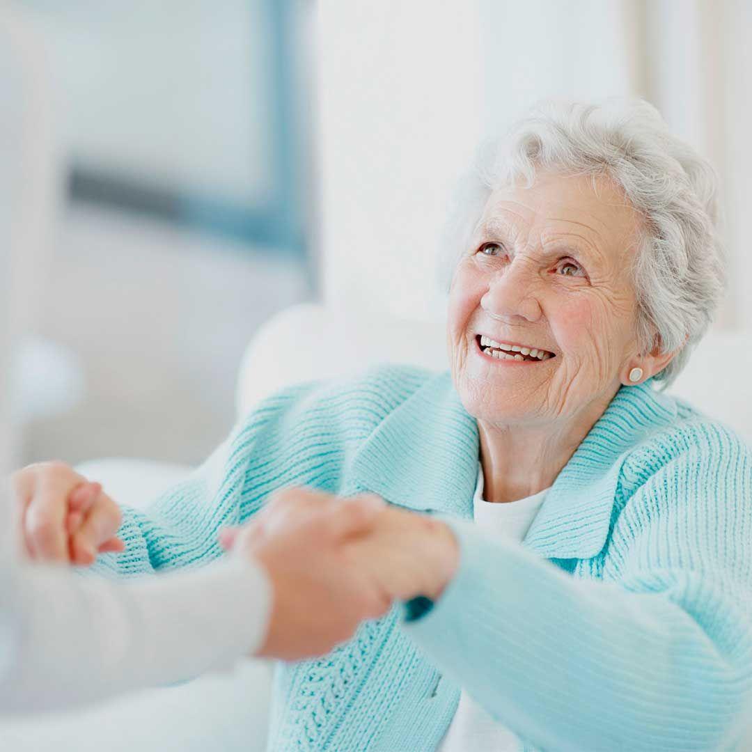 Assisvita refuerza su compromiso en el cuidado de personas mayores a domicilio