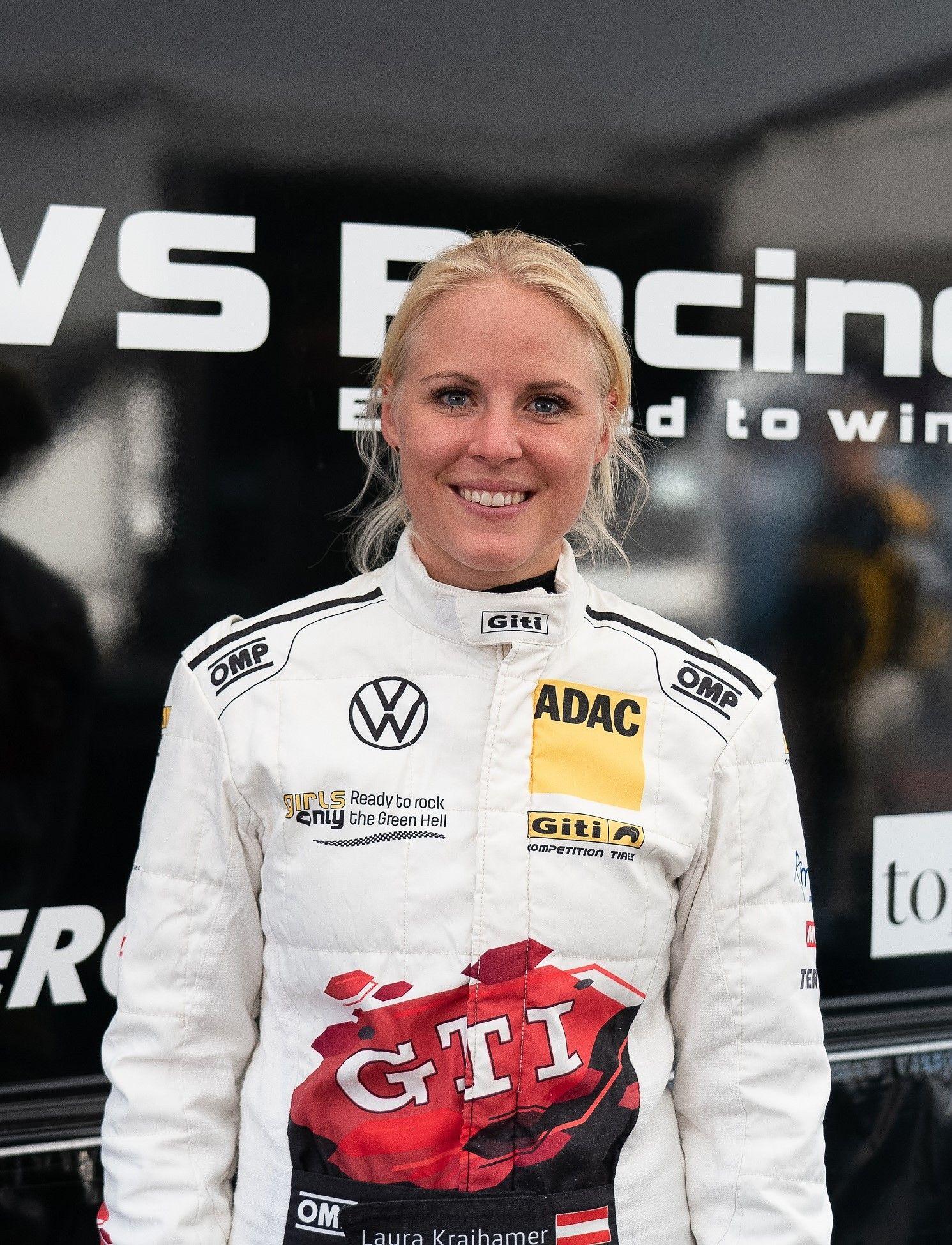Fotografia Laura Kraihamer, piloto de carreras en el equipo