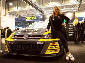 Foto de Piloto de carreras de equipo femenino de Giti Tire Carrie