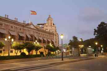 Foto de Plaza Tetuán, Valencia. Farol Retrofit Breña