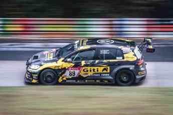 Foto de Giti Tire All-female racing team in action