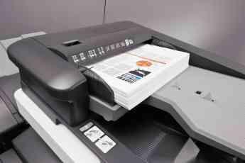 Foto de Documentos corporativos impresos en una A3 de DEVELOP