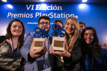 Los responsables de un proyecto de master que ganó un premio en los PlayStation Awards.