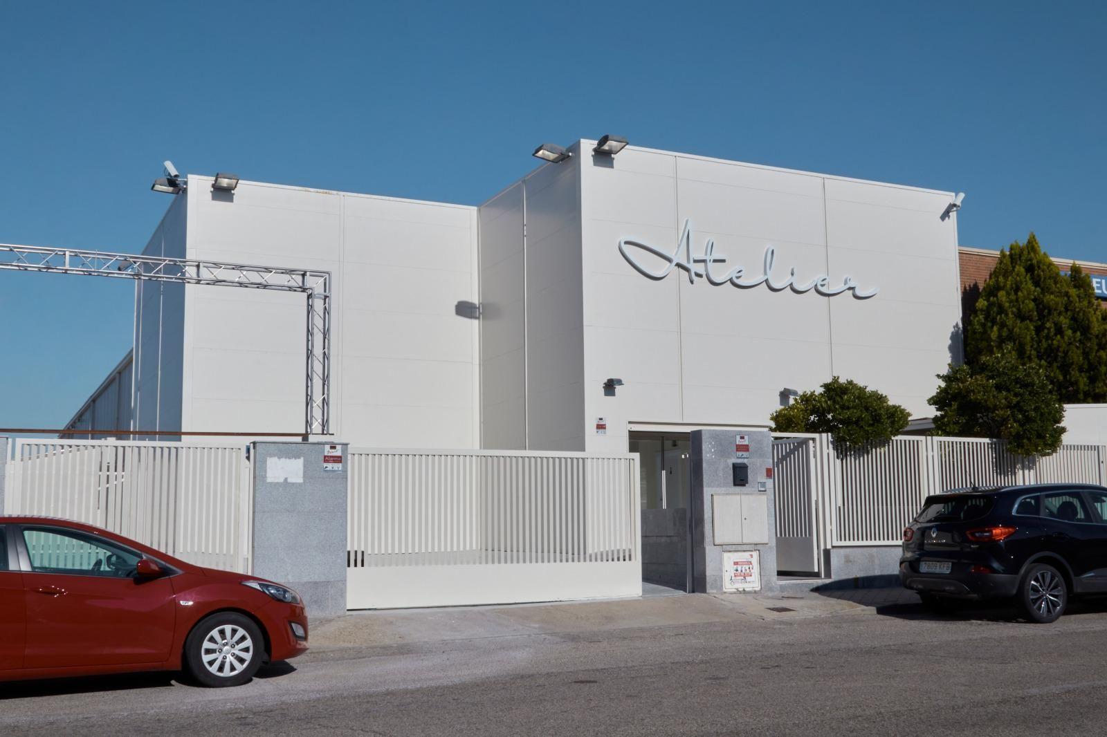 La firma Atelier de Bodas abre, en plena pandemia, el mayor outlet nupcial de Madrid