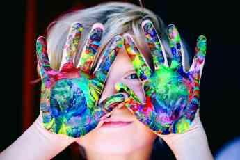 Noticias Ocio   Ideas para hacer manualidades con niños en casa