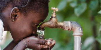 La donacion y reciclaje de grifos viejos lleva agua a africa