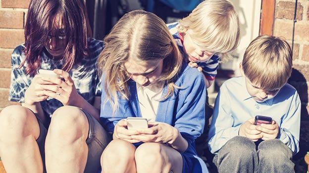 Fotografia El riesgo del uso excesivo de pantallas en niños
