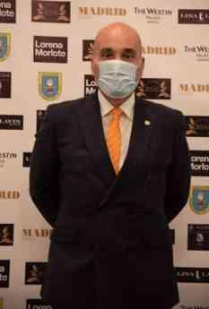 Fernando Santiago, Presidente de los Gestores Administrativos recibe el Premio Madrid Magazine