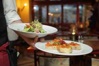 Elegir los soportes gráficos adecuados es esencial para un restaurante, según Imprenta Madrid
