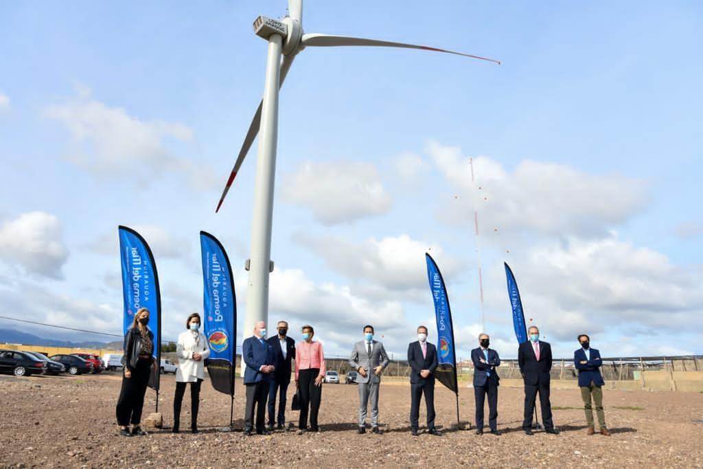 Foto de La Compañía Loro Parque inaugura un gran aerogenerador