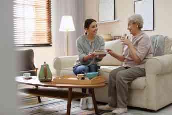 Cuidum fomenta la integración de las personas mayores en sus hogares