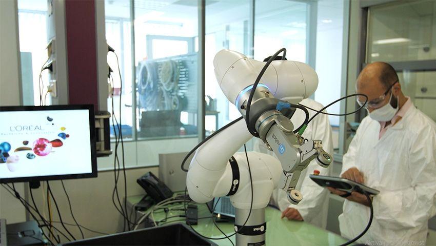 Foto de L'Oréal automatiza su centro de investigación capilar con