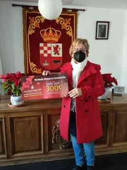 Foto de Rosario Montes con su premio