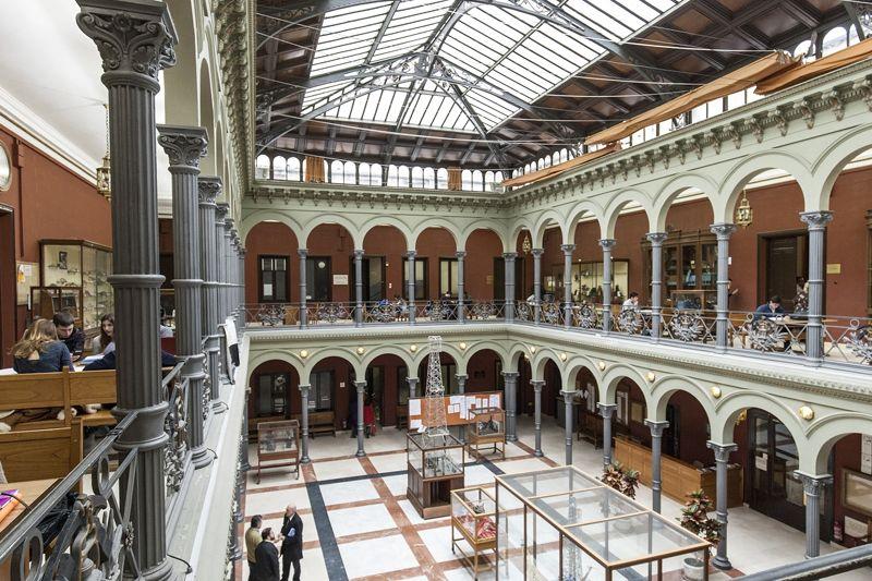 Fotografia Patio de columnas del edificio histórico de la ETSIME-UPM
