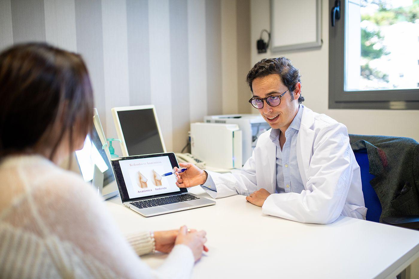 Fotografia Doctor Javier Collado - Especialista en Mamoplastia