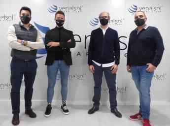 Representantes de FAES, UPV y Venalsol Smart Light