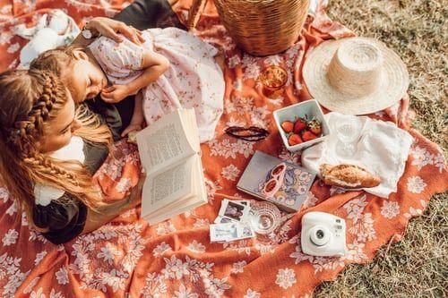 Foto de Delivinos presenta una selección de productos gourmet para