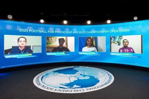 """Foto de Football for Friendship sortea los equipos del  """"Football"""