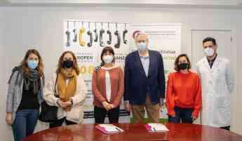 Foto de Integrantes del equipo de ambas entidades tras la firma del