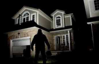 El 47% de los españoles teme dejar su casa sola este verano por miedo al robo, según ADT
