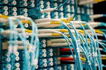 La pandemia y el teletrabajo impulsan la fibra óptica hasta superar las 11 millones de líneas en España