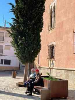 Foto de Banco-jardinera de acero corten sito en plaza mayor de