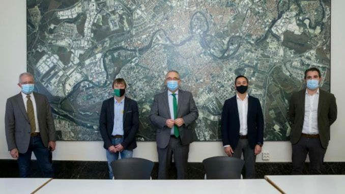 Fotografia Autoridades navarras con el presidente de Edifica