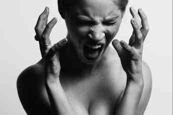 Clínica Trevi explica cómo el mal humor afectaa la piel