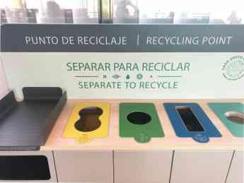 Foto de Detalle mueble recogida selectiva aeropuerto Palma de Mallorca