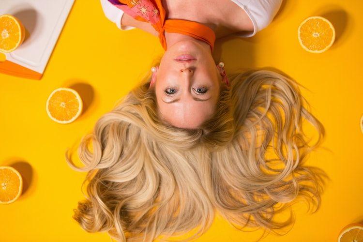 Blow Dry Bar explica las claves para cuidar el cabello rubio en verano