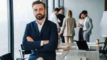 Noticias Emprendedores | Fernando en su oficina