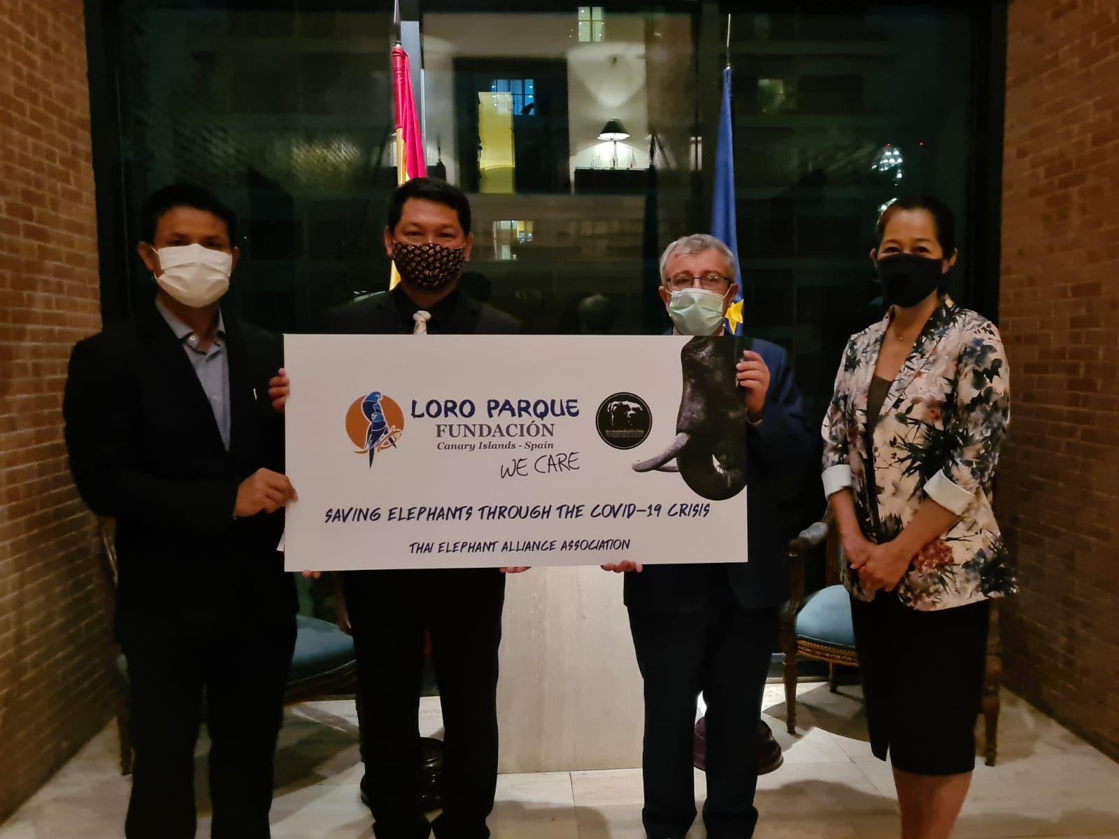 Fotografia Loro Parque Fundación hace una donación para proteger a
