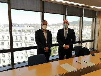 De izquierda a derecha Juan Francisco Mejia, CEO&Fundador de WOKI y Gabriel Moyá, Director de Franquicias de Banco Sabadell.