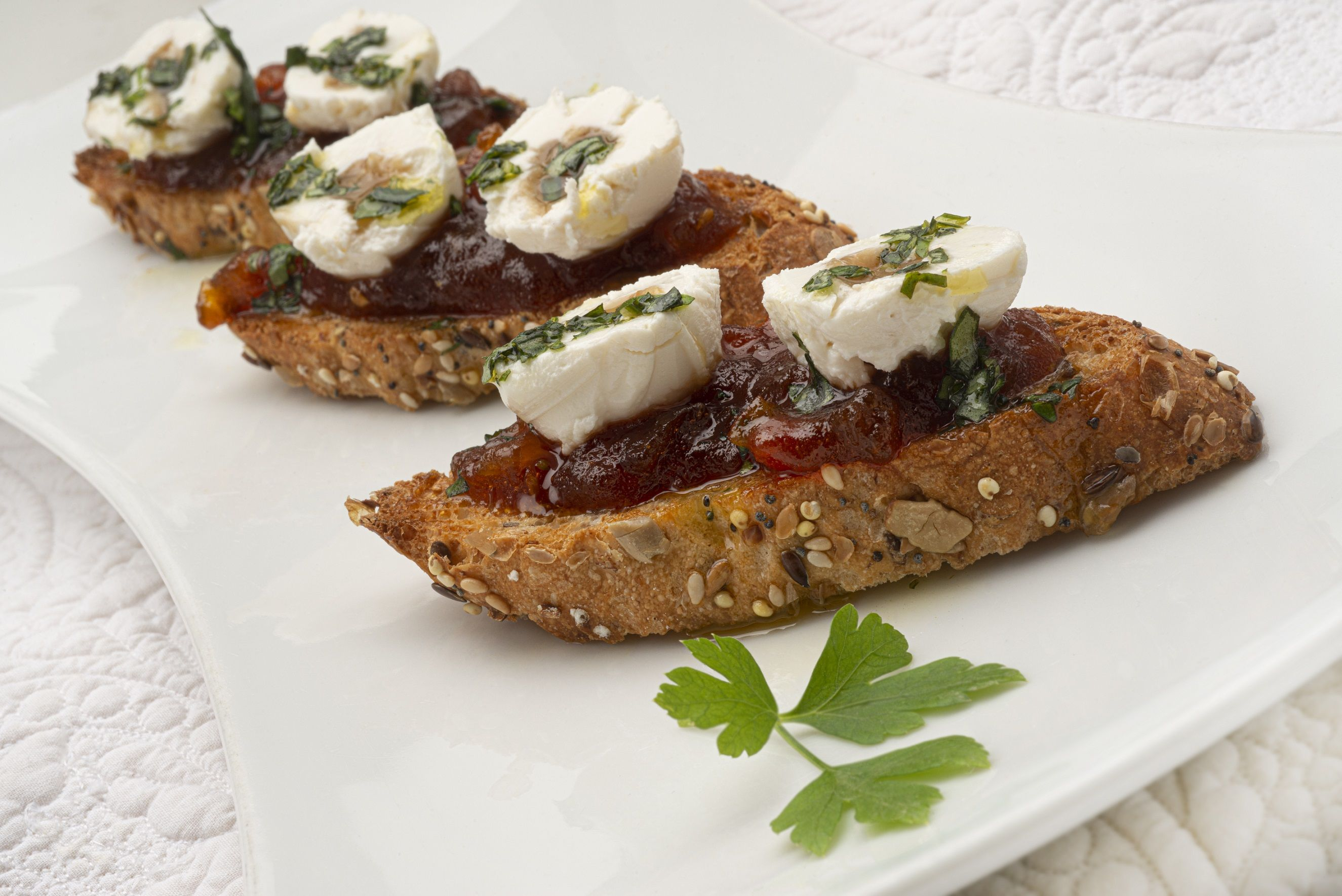 Foto de Bocados de queso TGT con mermelada de tomate