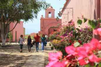 Foto de Un grupo de viajeros de Ruteart en Perú.