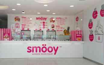 Interior de establecimiento de yogur helado Smöoy