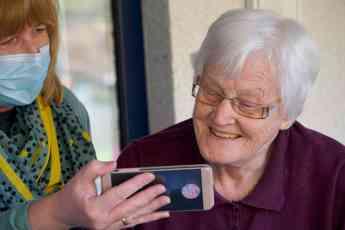 ¿Cómo detectar la pérdida auditiva en las personas mayores?