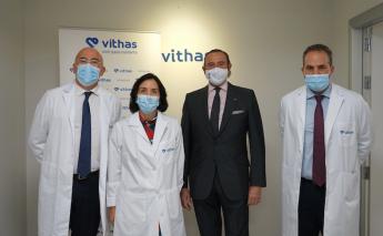 Los doctores José Gómez, Gerente de Vithas Madrid Aravaca, María Codesido, Directora Médica de Vithas Internacional, Manuel