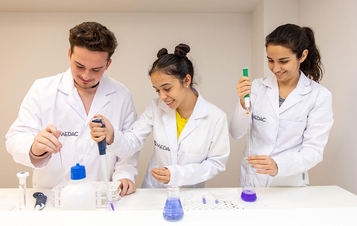 Foto de Prácticas de alumnos de la FP de Anatomía Patológica en