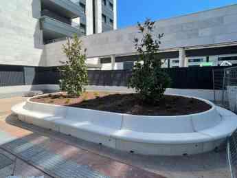 Banco jardinera de hormigón arquitectónico