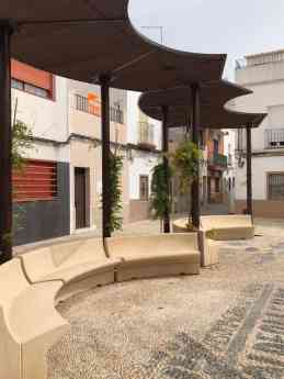 Foto de Banco curvo beige sito en Córdoba