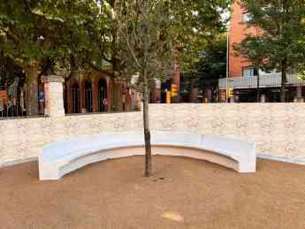 Foto de Bancos curvos modelo Lleida
