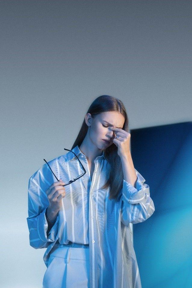 Fotografia La exposición prolongada a la luz azul artificial puede