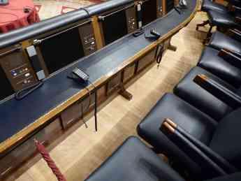 Congreso de los diputados, Salón de Pleno, asientos del Presidente